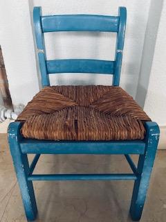 Синий стульчик